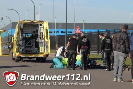 Motorrijder zwaargewond na val aan de Mechie Trommelenweg Waalwijk