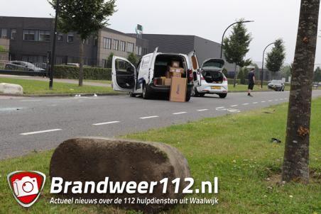 Automobilist botst met auto tegen betonblok aan de Van Harenstraat Waalwijk