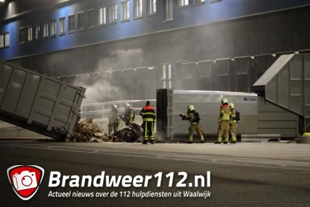 Papiercontainer in brand bij bol.com aan de Pakketweg Waalwijk