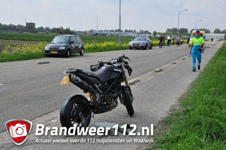 Motorrijder gaat hard onderuit aan de Weteringweg Waalwijk