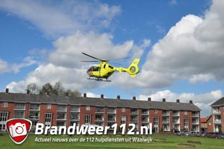 Traumahelikopter landt in woonwijk Waalwijk: kind met spoed naar ziekenhuis