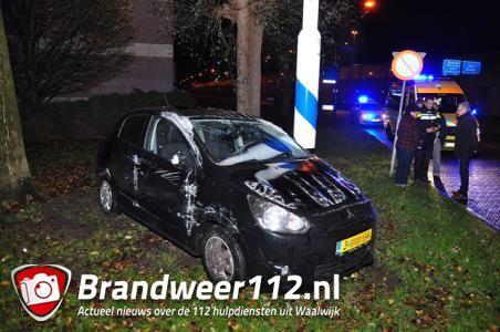 Auto meerdere keren over de kop aan de Taxandriaweg Waalwijk