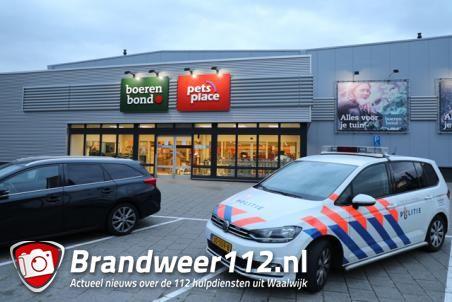 Mannen overvallen Boerenbond in Waalwijk, politie zoekt met twee helikopters naar daders