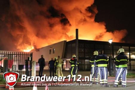 Zeer grote brand bij bedrijf aan de Spuiweg Waalwijk