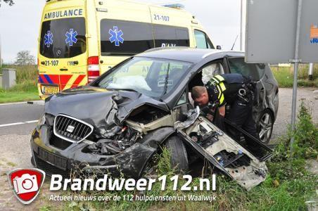 Auto schiet door op A59 bij Waalwijk en ramt geparkeerde camper