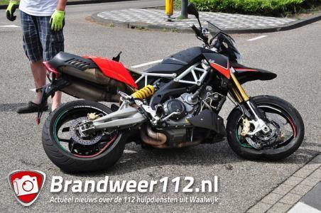 Motorrijder gewond door botsing op auto in Waalwijk