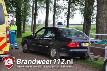 Man raakt onwel in auto en ramt vangrail op de A59 (Maasroute) Waalwijk
