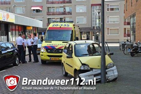 Brommobiel botst tegen lantaarnpaal aan het St. Jansplein Waalwijk