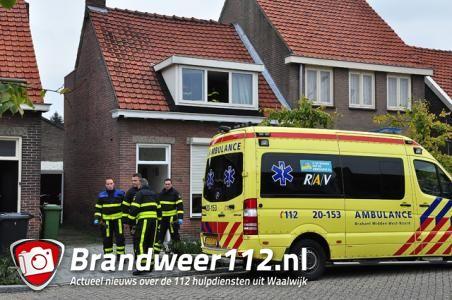 Brandweer rukt met spoed uit voor assistentie ambulance aan het Vooreinde Waalwijk