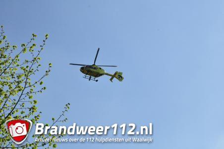 Traumaheli landt in woonwijk in Waalwijk