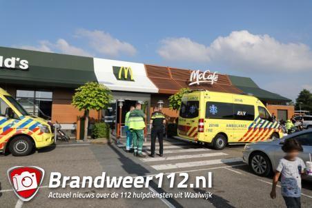 Ambulance rukt met spoed uit naar de McDonalds in Waalwijk