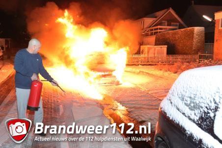Auto gaat in vlammen op aan de Prof. Piersonstraat Waalwijk
