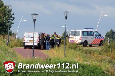 Vluchtelingen dreigen van brug te springen aan de Gaard Waalwijk