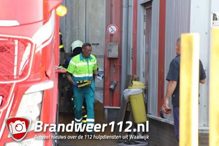 Chauffeur bedolven onder veevoer bij Jonker Petfood in Waalwijk