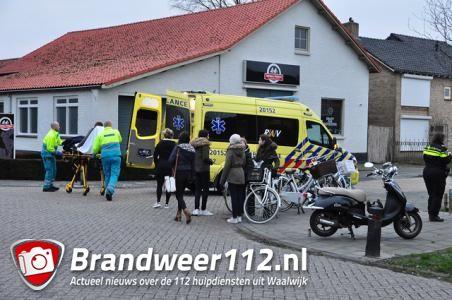 Scooterrijdster gewond door ongeluk met groep fietsers in Waalwijk