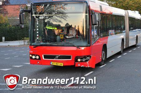 Aanrijding tussen auto en lijnbus aan de Noorder-Parallelweg Waalwijk