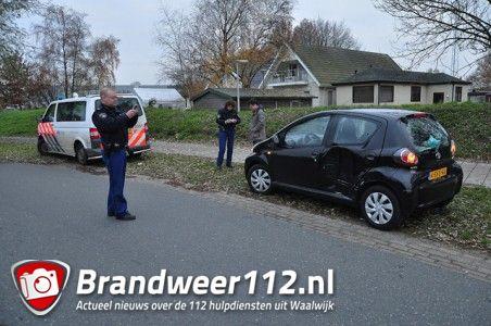 Vrachtwagenchauffeur rijdt door na aanrijding aan de Kloosterheulweg Waalwijk